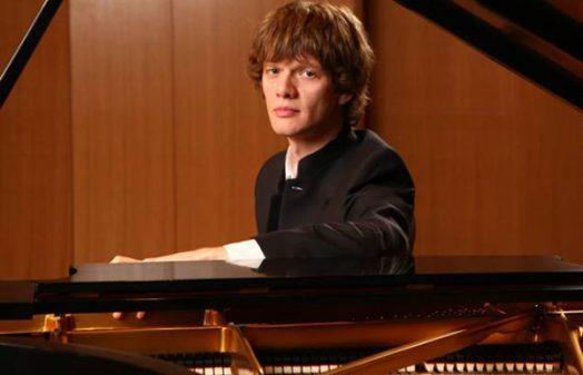 Arsentiy Kharitonov, piano